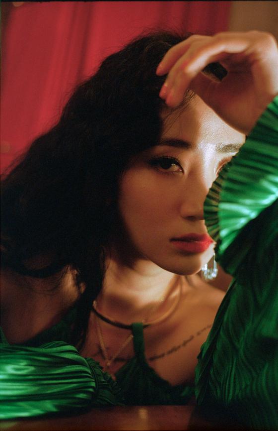 23일 데뷔 13년 만에 첫 솔로 정규 앨범 '1719'를 발매하는 가수 핫펠트(예은). [사진 아메바컬쳐]