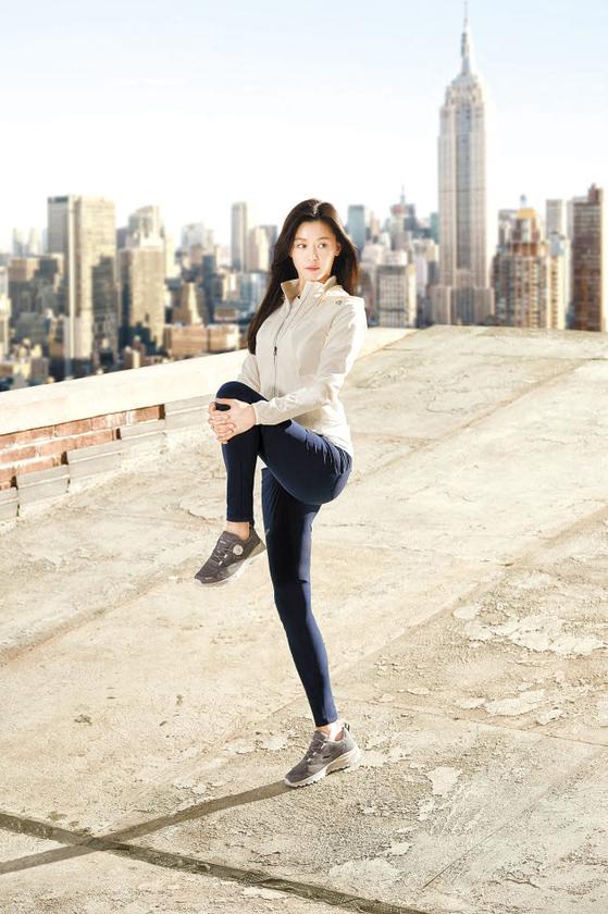 네파는 열심히 운동하는 사람을 위해 몸의 움직임에 초점을 맞춘 '비타프리모션 컬렉션'을 출시했다. [사진 네파]