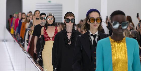구찌의 2020 봄여름 컬렉션을 선보이는 패션쇼 모습. 사진 구찌 홈페이지