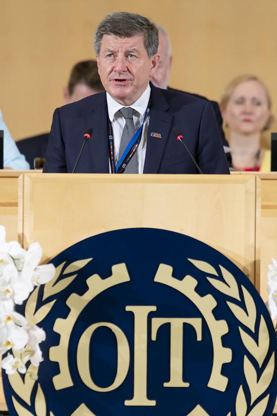 가이 라이더 ILO 사무총장이 지난해 6월 ILO 총회 폐막식에서연설하고 있다. AP=연합뉴스