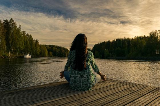 극도의 긴장 상태에서는 '깊은 호흡'을 하라고 전문가들은 권고한다. 서너 번 깊은 호흡을 하고 나면 마음이 진정되어서, 생존 방법을 찾게 된다고 한다. [사진 Pixabay]