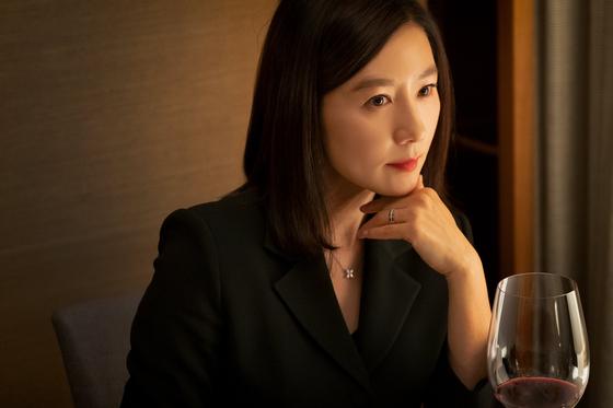 드라마 '부부의 세계'의 주인공 지선우를 연기하는 배우 김희애. [JTBC]