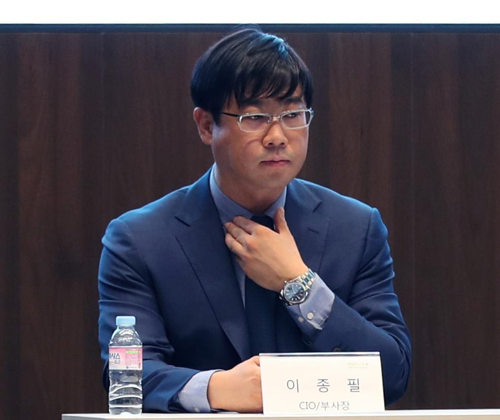 지난해 10월 여의도에서 열린 라임자산운용 펀드 환매 연기 관련 기자 간담회에 참석한 이종필 당시 부사장 모습. 연합뉴스