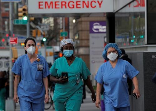 뉴욕 맨해튼의 의료진. 로이터=연합뉴스