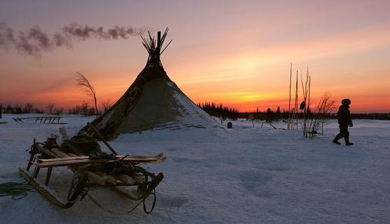 러시아 툰트라 북극권에 위치한 네네츠자치주 유민민족의 전통가옥 '츔'