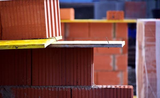 전 씨는 건설회사와 근린생활시설을 완공하는 내용으로 공사계약을 체결하였다. 그런데 완공기한이 지나도 건물이 다 지어지지 아니하고 공사현장을 방치하여 결국 공사는 중단되었다. 공사계약 어떻게 해제하면 좋을까? [사진 Pixabay]