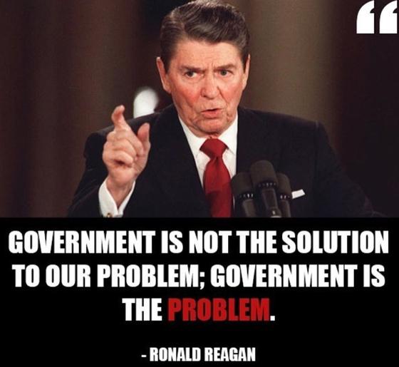 """로널드 레이건 전 대통령은 """"정부가 해결책을 제시하기보다 문제의 근원""""이라고 주장했다. 그의 등장 이후 작은 정부 시대가 부활했다."""