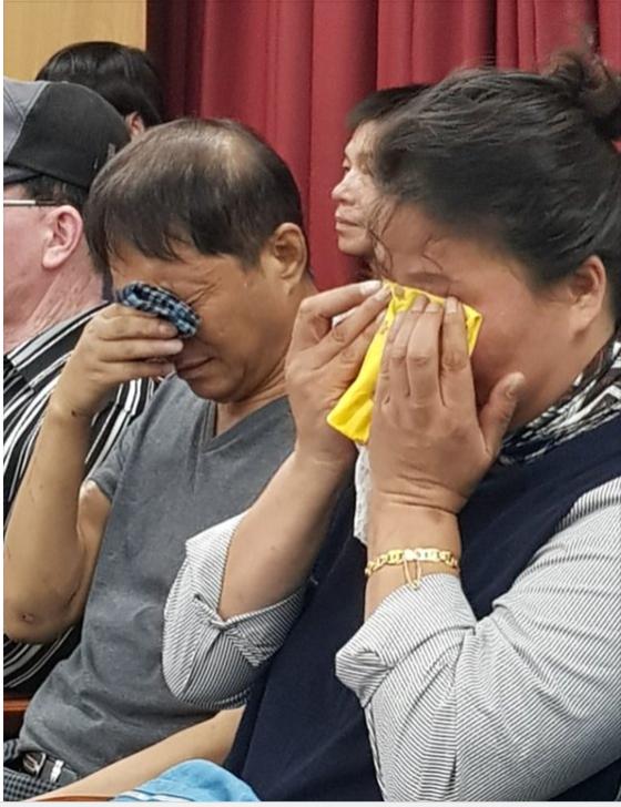 2018년 9월 당시 오거돈 부산시장이의 사과 기자회견 중 오열하는 형제복지원 사건 피해자 가족들. 황선윤 기자