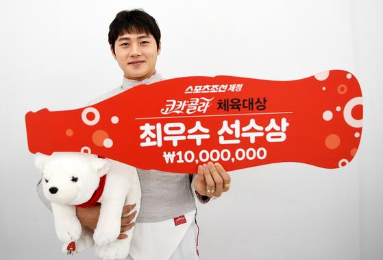 코카콜라 체육대상 최우수상을 수상한 펜싱 국가대표 오상욱. [사진 한국 코카콜라]