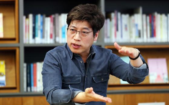 지난 4월 22일 트렌드 분석가 김용섭 소장이 언컨택트(비대면)으로 달라질 일상의 변화에 대해 설명하고 있다. 변선구 기자
