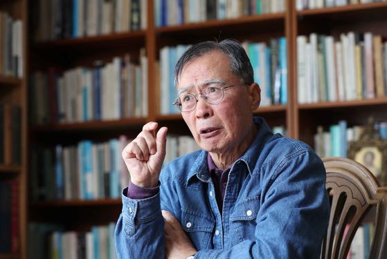 """길희성 명예교수는 """"종교는 제도화할 수 있어도, 영성은 제도화할 수가 없다""""고 말했다. 김상선 기자"""