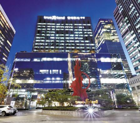 '한국투자화이트라벨링펀드랩'은 한국투자증권이 엄선한 해외 유수 화이트라벨링펀드에 분산투자하는 랩어카운트 상품이다. 지난달 20일 출시됐다. 사진은 한국투자증권 본사. [사진 한국투자증권]