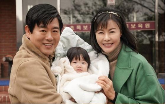지난달 시작한 예능 드라마 '어쩌다 가족'. 2주 방송 후 3주째 결방 중이다. [사진 tv조선]