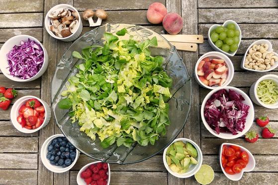 영양섭취부족이란 에너지 섭취량이 필요추정량의 75% 미만이면서, 칼슘과 철, 비타민 A, 리보플라빈의 섭취량이 평균필요량 미만인 경우를 의미한다. 1인가구와 인구구조의 고령화 추세에 따라 영양섭취 부족에 해당하는 비율이 매년 높아지고 있다. [사진 Pixabay]
