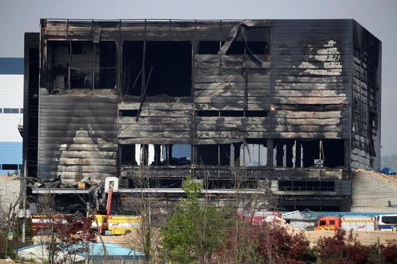 30일 경기 이천시 모가면 물류창고 공사장 화재 현장의 모습. 화재는 지난 29일 발생해 38명이 사망한 것으로 확인됐다. 뉴시스
