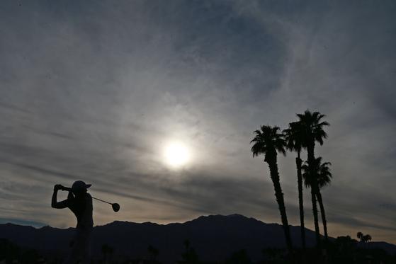 LPGA 투어가 시즌 재개 시점을 7월로 잡았다. 지난해 열린 ANA 인스퍼레이션 최종 라운드에서 샷하는 고진영의 모습. [AFP=연합뉴스]