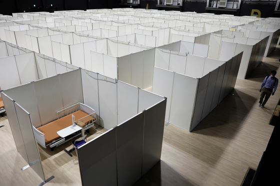 지난 1일 일본 도쿄 오다이바의 '배의 과학관' 안에 무증상, 경증 코로나19 확진자를 위한 임시 병상이 설치됐다. [로이터=연합뉴스]