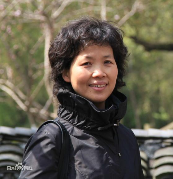 중국과학원 우한바이러스연구소의 스정리 연구원은 사스(중증급성호흡기증후군)의 천연 숙주가 박쥐임을 밝혀 유명해졌다. 그러나 코로나19 사태가 터진 이후엔 이 바이러스를 실험실에서 유출시킨 게 아니냐는 의혹을 받고 있다. [중국 바이두 캡처]