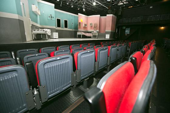 KT가 대학로 소극장 10곳에서 티켓 2000장을 선구매해 직원들에게 3000원에 판매하는 '사랑의 소극장' 프로젝트로 코로나19로 침체된 공연계 살리기에 동참한다. [KT 제공]