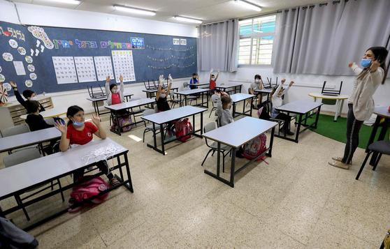 이스라엘 학교에서 어린이들이 수업을 받고있다 [AFP=연합뉴스]