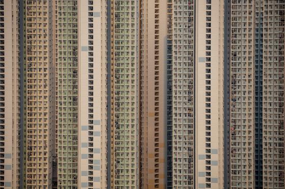 홍콩 얏퉁 지역의 아파트. 인구밀도가 높고 부동산 가격 세계 1~2위를 다투는 홍콩은 최대한 작은 공간으로 아파트를 올리는 것으로 유명하다. EPA=연합뉴스