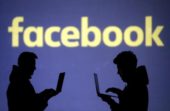 페이스북이 가짜뉴스 등을 거르는 별도 조직 '콘텐트감독위원회'를 만들었다. [로이터=연합뉴스]