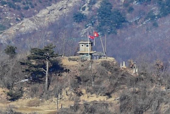 강원도 고성에 있는 북한군 GP. [중앙포토]