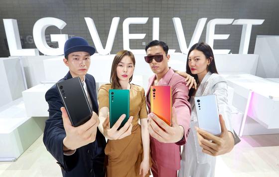 LG전자가 7일 오전 패션쇼 형식의 'LG벨벳' 공개 행사를 열었다. 사진 LG전자