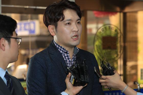 2018년 5월 서울 마포경찰서에 '유명 유튜버' 성추행 및 노출사진 유출 피해 사건 관련 참고인 신분으로 출석한 박형진 이지컴즈 대표 [연합뉴스]