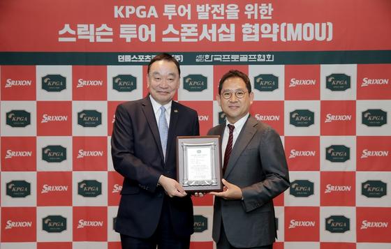 KPGA 챌린지투어가 스릭슨투어로 새출발한다. 6일 스릭슨투어 스폰서십 협약을 맺은 구자철(왼쪽) KPGA 회장과 홍순성 던롭스포츠코리아 대표. [사진 KPGA]