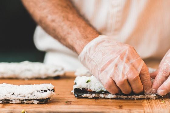 별생각 없이 윤 교수의 남성 구성원으로만 이뤄진 '남자 요리교실'을 열어보자는 제안이 이제는 취소 대기자가 나올 만큼 인기 클래스가 되었다. [사진 Pixabay]