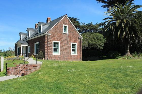 1990년대 후반 분양가 자율화, 분양권 전매 허용, 저금리 상황으로 인해 주택가격이 크게 상승했다. 집은 자연스럽게 재테크 수단으로 인식되었고, 대출을 받아 내 집을 마련하는 것이 우선시 되었다. [사진 pixabay]