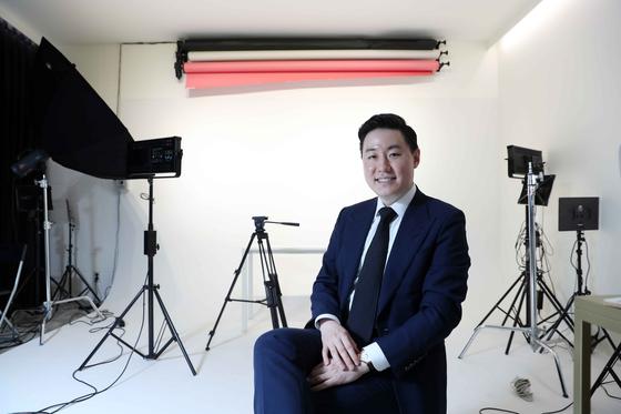 최인석 레페리 대표. 서울 강남구 논현동 사옥 내에 마련된 스튜디오에는 레페리의 소속 크리에이터들이 언제나 자유롭게 사용할 수 있는 스튜디오가 마련돼 있다. 김상선 기자