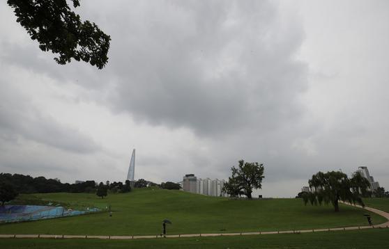 10일 전국이 흐리고, 남부지방은 약한 비가 내린다. 연합뉴스
