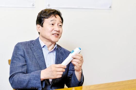 """성영철 회장은 '국산 유전자 백신 개발로 팬데믹 상황을 막을 수 있다""""고 말했다. 김동하 객원기자"""