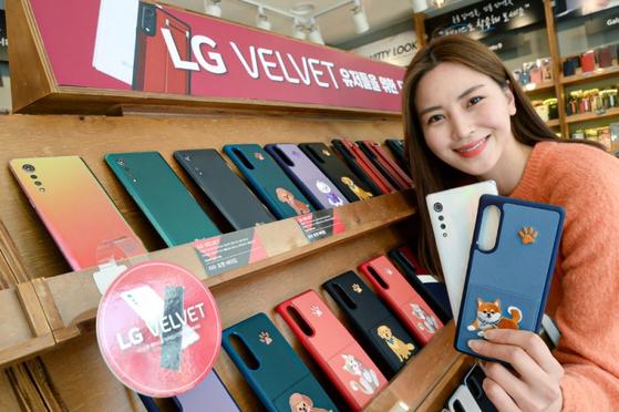 디자인스킨과 협업해 출시한 LG벨벳 전용 케이스 11종. 사진 LG전자