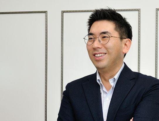 신승호 한국야쿠르트 디지털마케팅부문장은 2015년부터 멀티CM팀을 이끌며 콜드브루 '바이 바빈스키', 간편가정식 잇츠온 등을 잇달아 론칭했다. 2019년 온라인 플랫폼 하이프레시를 리뉴얼하고 저녁배송을 론칭하는 일을 맡아 추진했다.