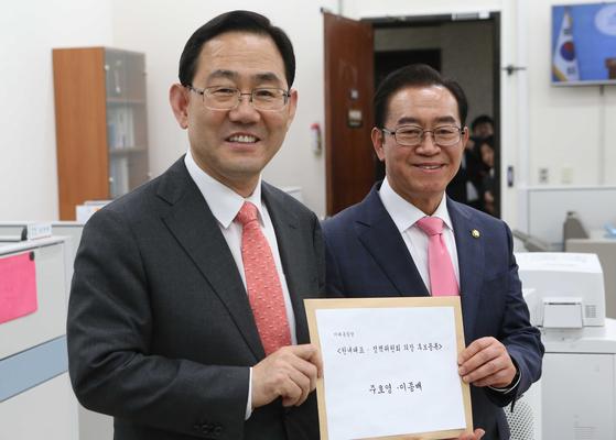 주호영 미래통합당 원내대표(왼쪽)와 이종배 정책위의장(오른쪽). 오종택 기자