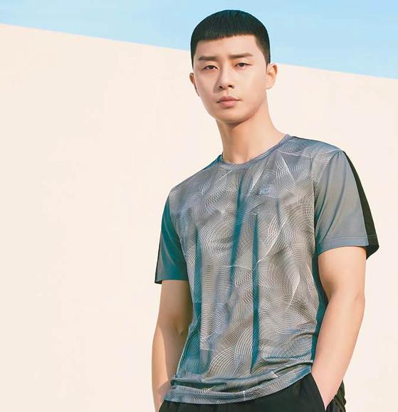 더욱 업그레이드된 '오싹' 티셔츠는 듀얼쿨링 시스템의 냉감 효과로 무더운 여름철에 보다 쾌적하게 입을 수 있는 기능성 티셔츠다. [사진 K2]