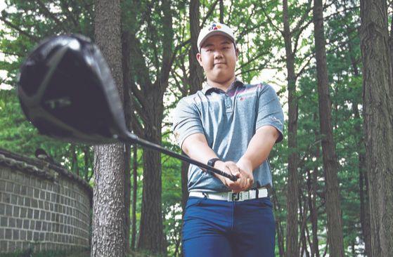 김주형은 지난해 만 17세 나이로 아시안투어 대회에서 우승했다. 코로나19로 대회가 모두 멈춰 국내에 머무는 그는 매일 7~8시간씩 훈련하며 시즌 재개를 기다리고 있다. 김성룡 기자