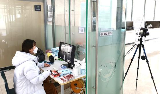 지난달 29일, 한 대학에서 건물마다 열화상 카메라를 설치하고 대면수업 준비를 하고 있다. 연합뉴스