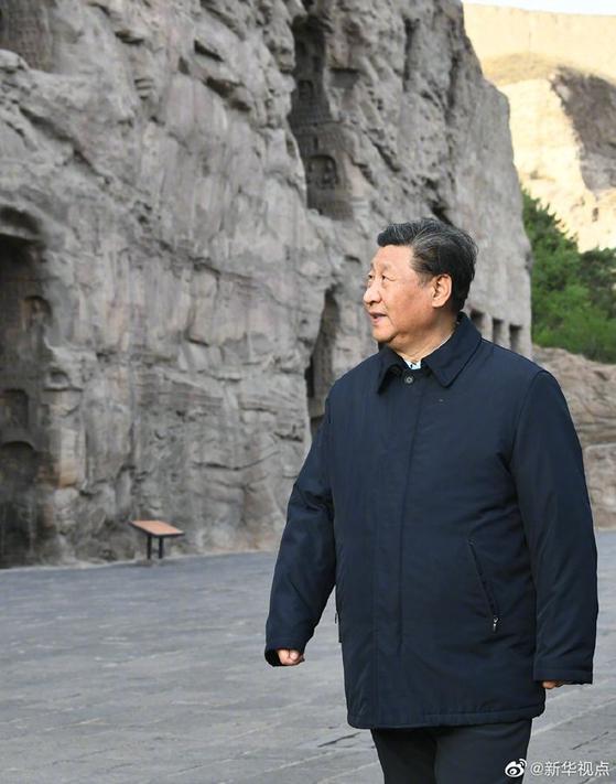 시진핑 중국 국가주석은 최근 산시성 시찰에 나섰다. 1인 체제를 다졌지만 비판의 목소리 또한 끊이지 않고 나오고 있는 게 중국의 현실이다. [중국 신화망 캡처]