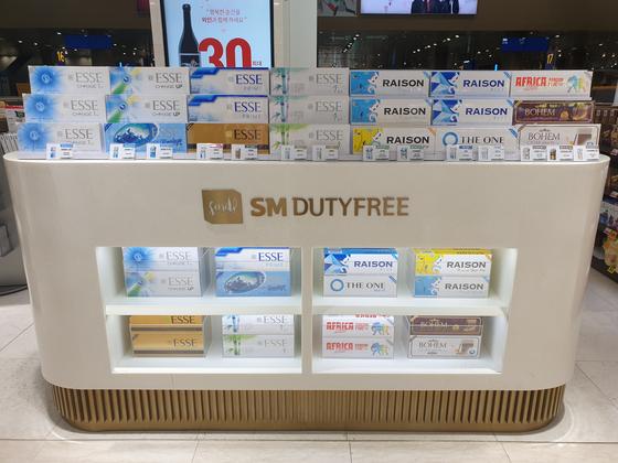 인천국제공항 제1여객터미널의 입국장 면세점 내 담배 코너. 사진 인천국제공항공사