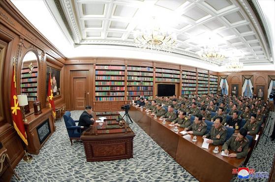 김정은 국무위원장이 지난해 12월 22일 당중앙군사위 확대회의(7기3차)를 주재하고 있다. [연합뉴스]