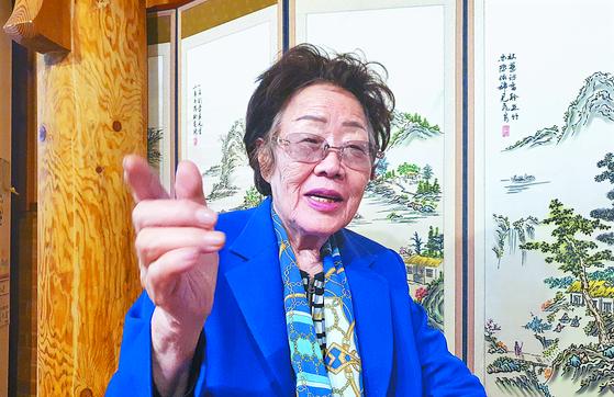 정의기억연대가 기부금을 할머니들에게 쓰지 않았다고 투명성 문제를 제기한 일본군 위안부 피해자 이용수 할머니가 13일 대구 모처에서 월간중앙 기자와 만나 인터뷰했다. 문상덕 월간중앙 기자