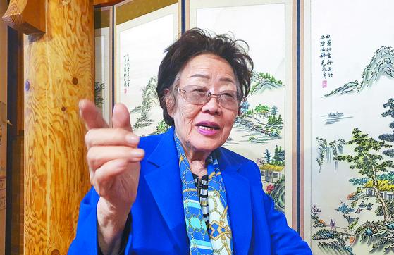 일본군 위안부 피해자 이용수 할머니가 13일 대구에서 월간중앙과 인터뷰하고 있다. 대구=문상덕 월간중앙 기자