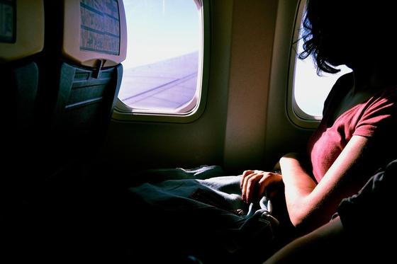 코로나19 시대로 비행 여행이 위축됐지만 국내선 비행기를 이용하는 사람은 여전히 존재한다. 공항을 이용하고 비행기를 탄다면 마스크 착용, 손 씻기 같은 생활 방역 수칙을 더 엄격히 지켜야 한다. [사진 픽사베이]