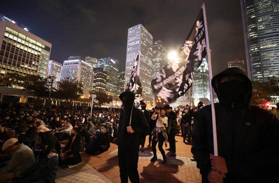 광장의 홍콩시민들. 연합뉴스