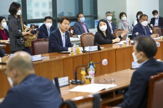 김강립 보건복지부 차관이 15일 개최된 건강보험정책심의위원회(건정심)에 참석해 발언하고 있다. [복지부 제공]