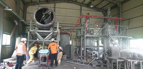 함안 공장 폭발사고 현장 모습. 사진 경남소방본부